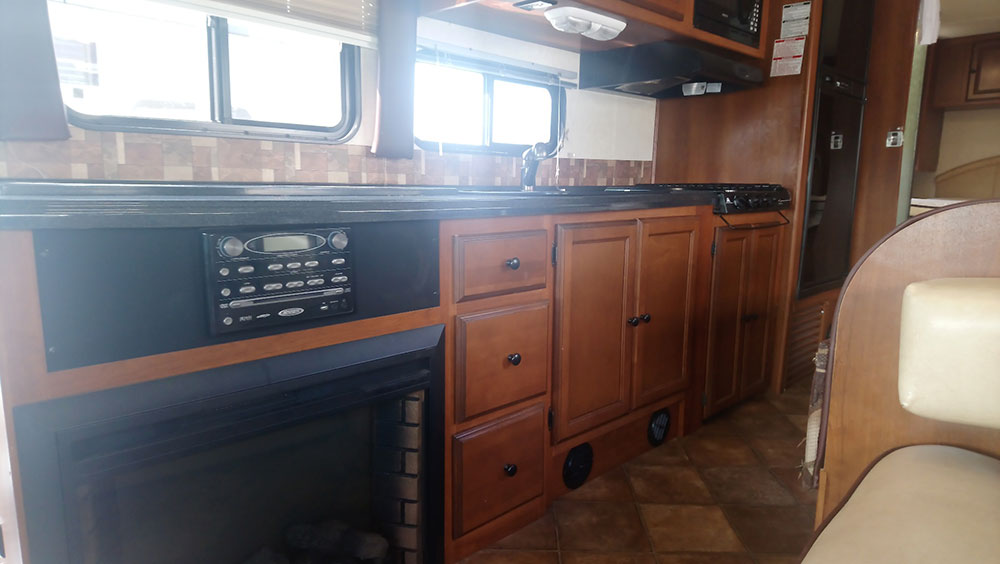 2013 Coachman Leprechaun 319ds Motor Home Travel